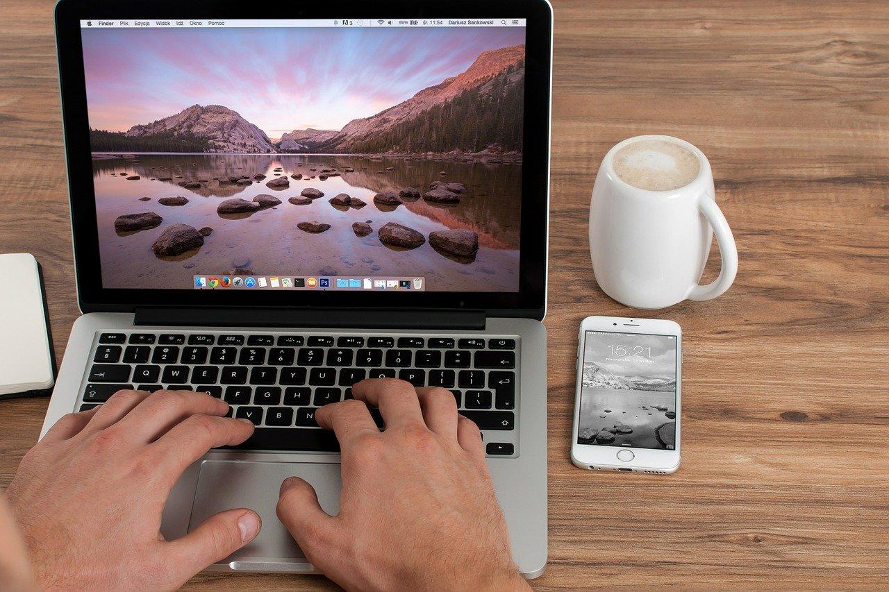 Un webmaster es un generalista de sitios web y tiendas web.El webmaster «titulado» no está protegido por la ley, por lo que cualquiera puede llamarse a sí mismo webmaster.También es…